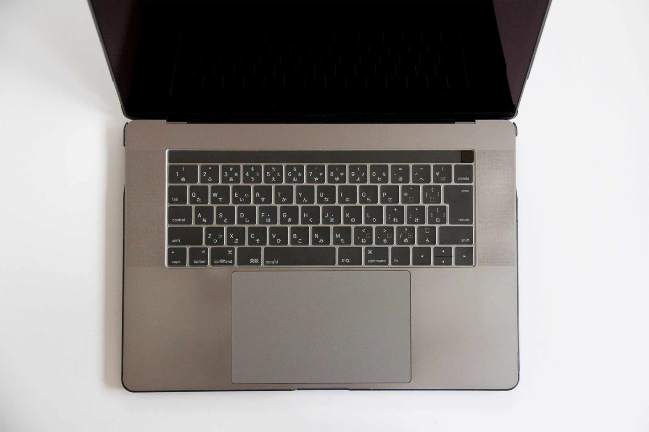 MacBook Pro キーボードカバー装着 写真