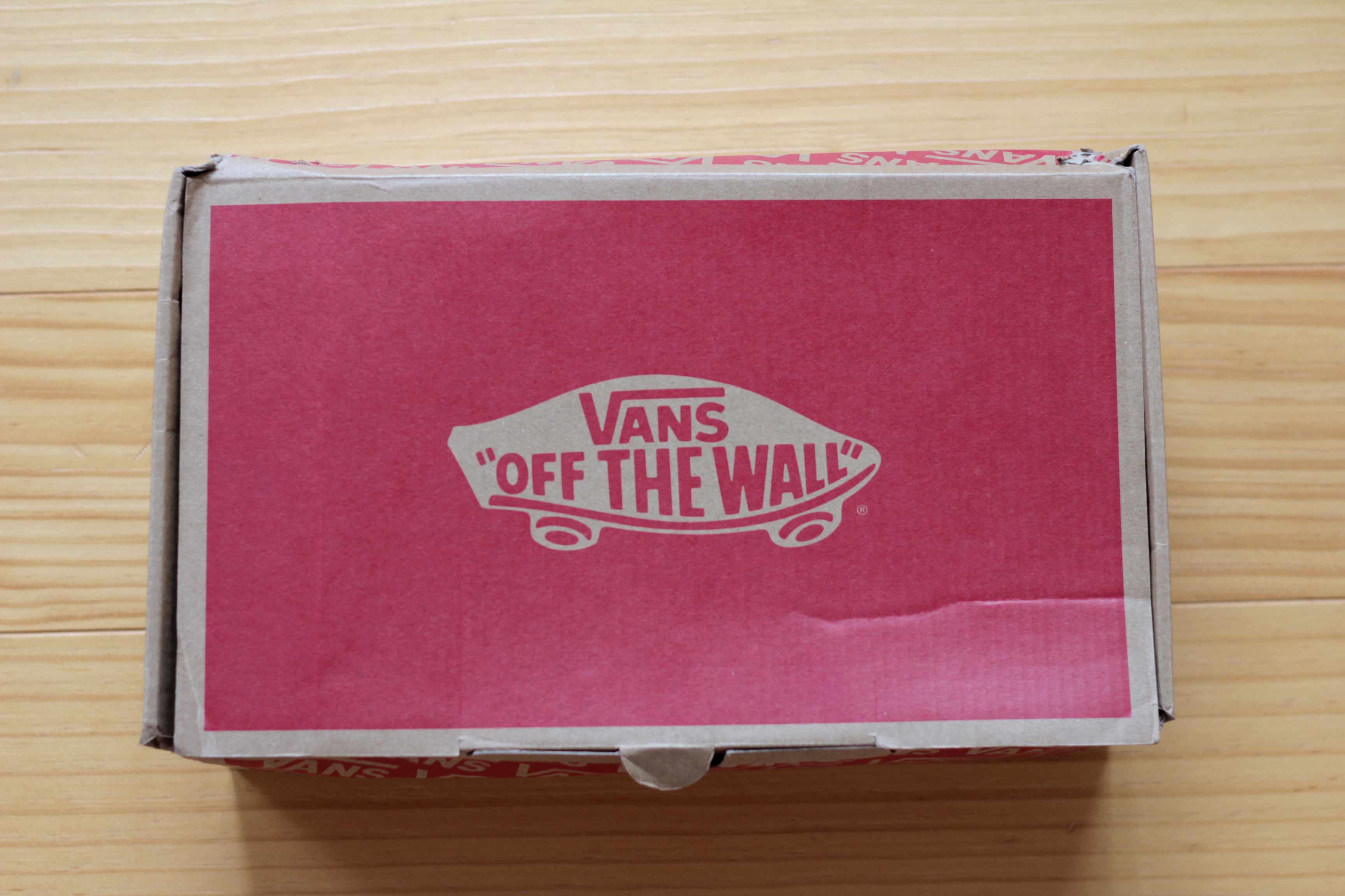 VANZスニーカー外箱の写真