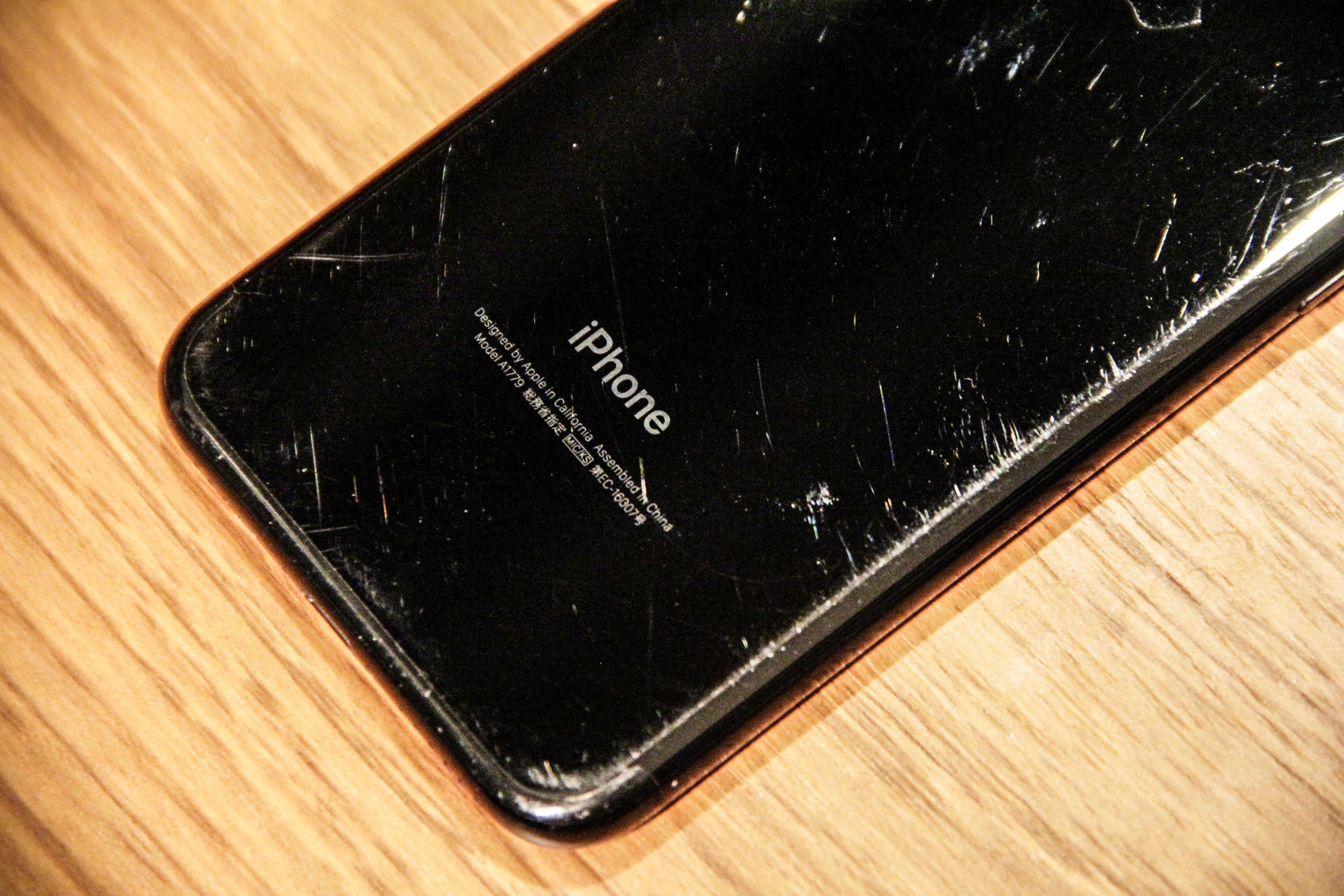 iPhone7本体の傷の写真