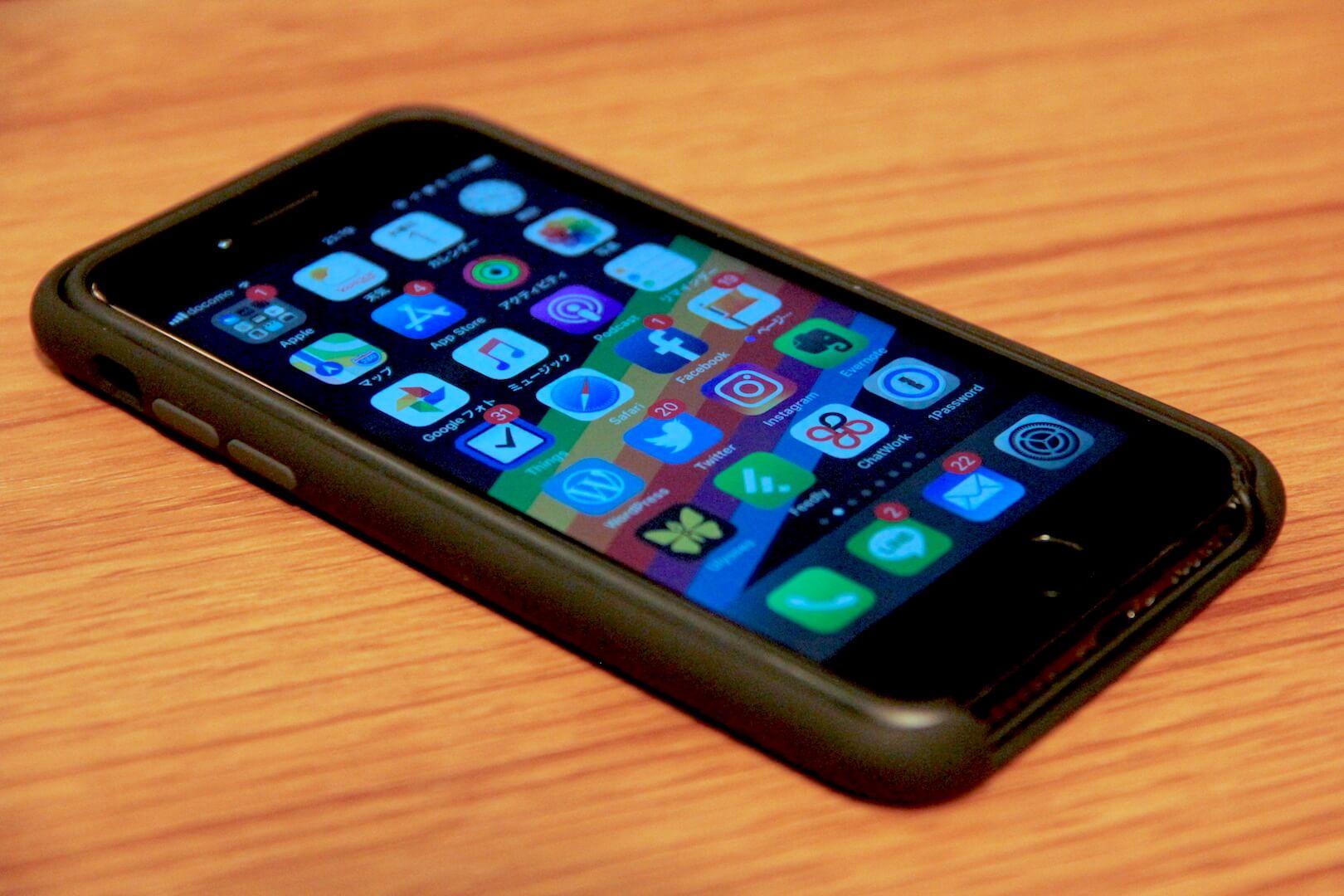 iPhone7とiPhoneXのケースインケースの写真