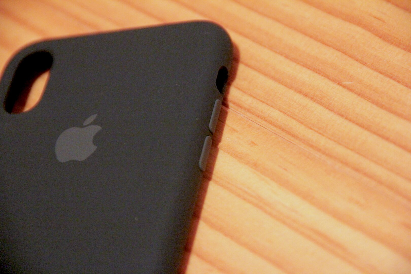 iPhoneXApple純正ケースの音量上げ下げボタンの写真