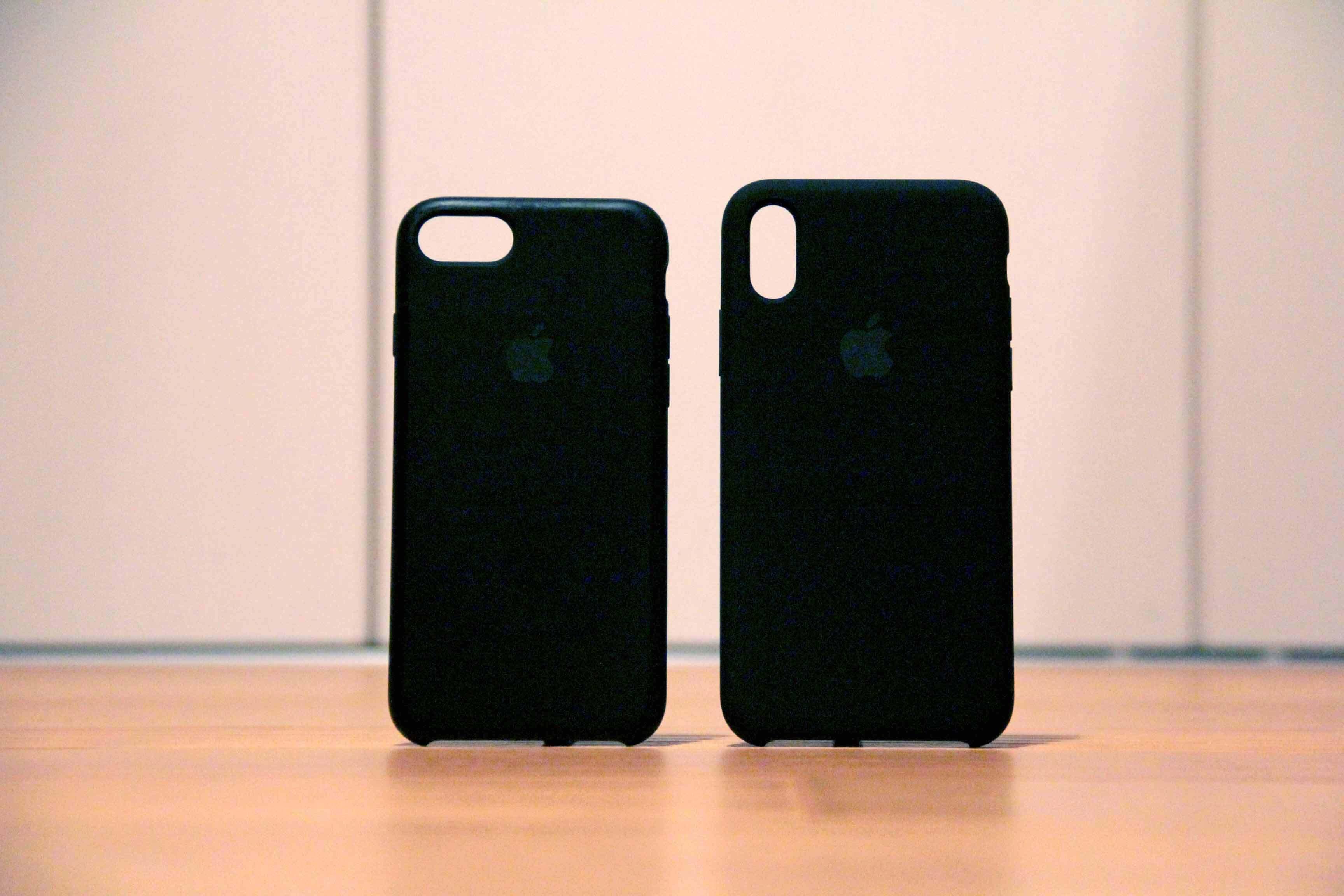 iPhoneXとiPhone7のApple純正ケース比較の写真