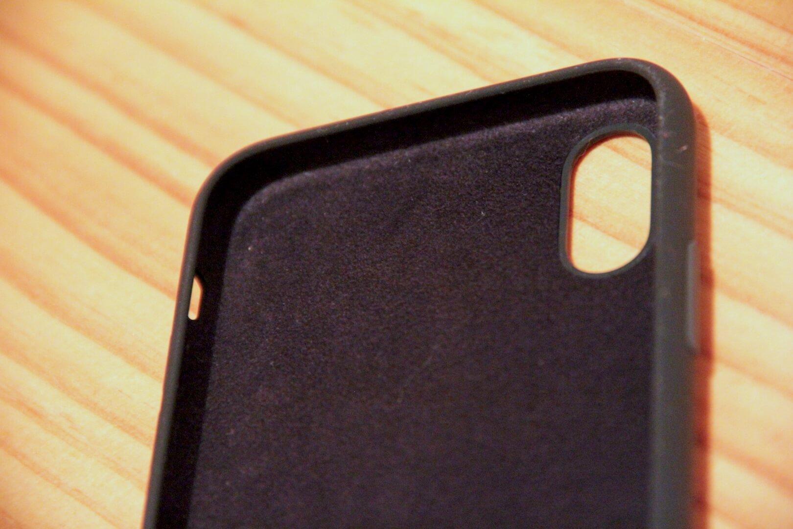 iPhoneXのApple純正ケースマイクロファイバーの写真