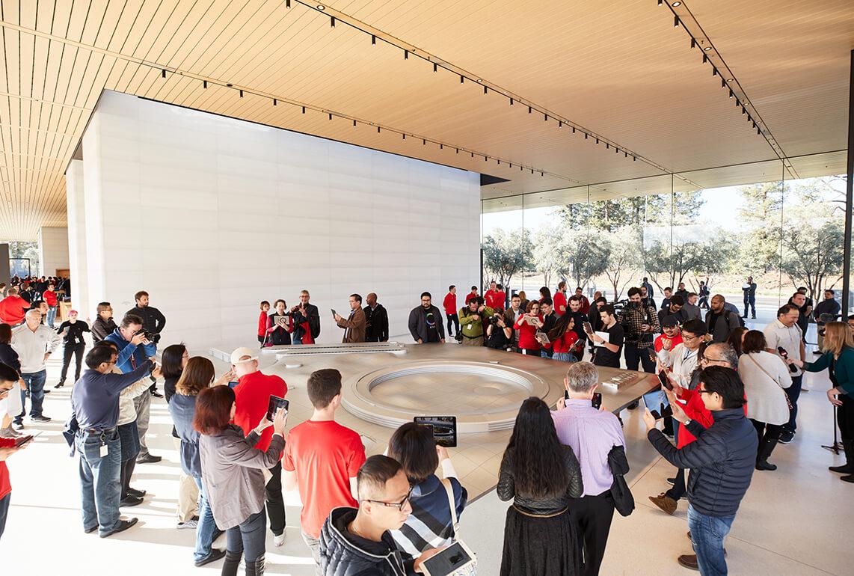 ApplePark_VisitorCenterの写真①
