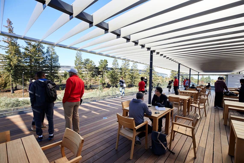 AppleParkVisitorcenterの屋上テラスの写真