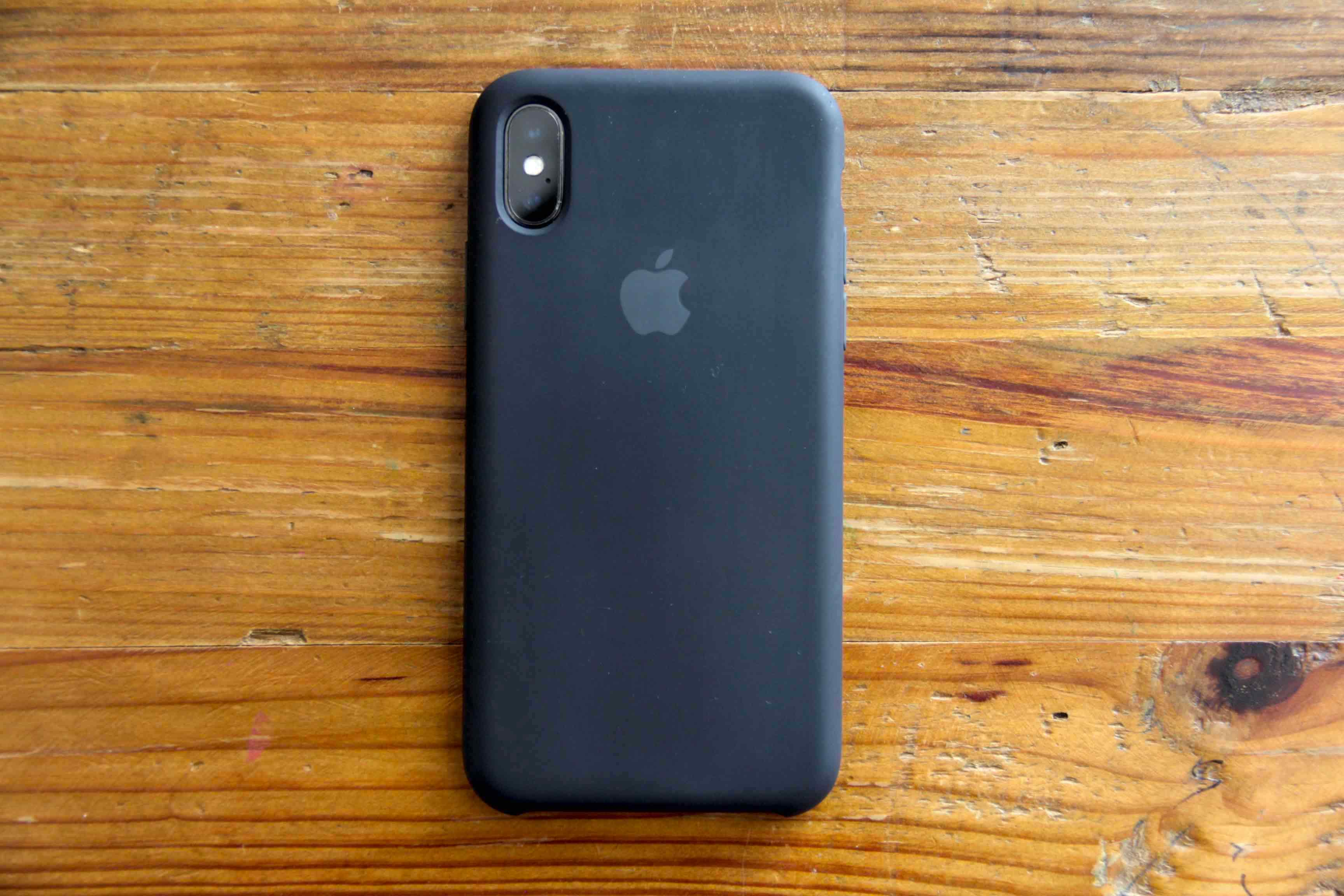 iPhoneXApple純正シリコンケース背面の写真