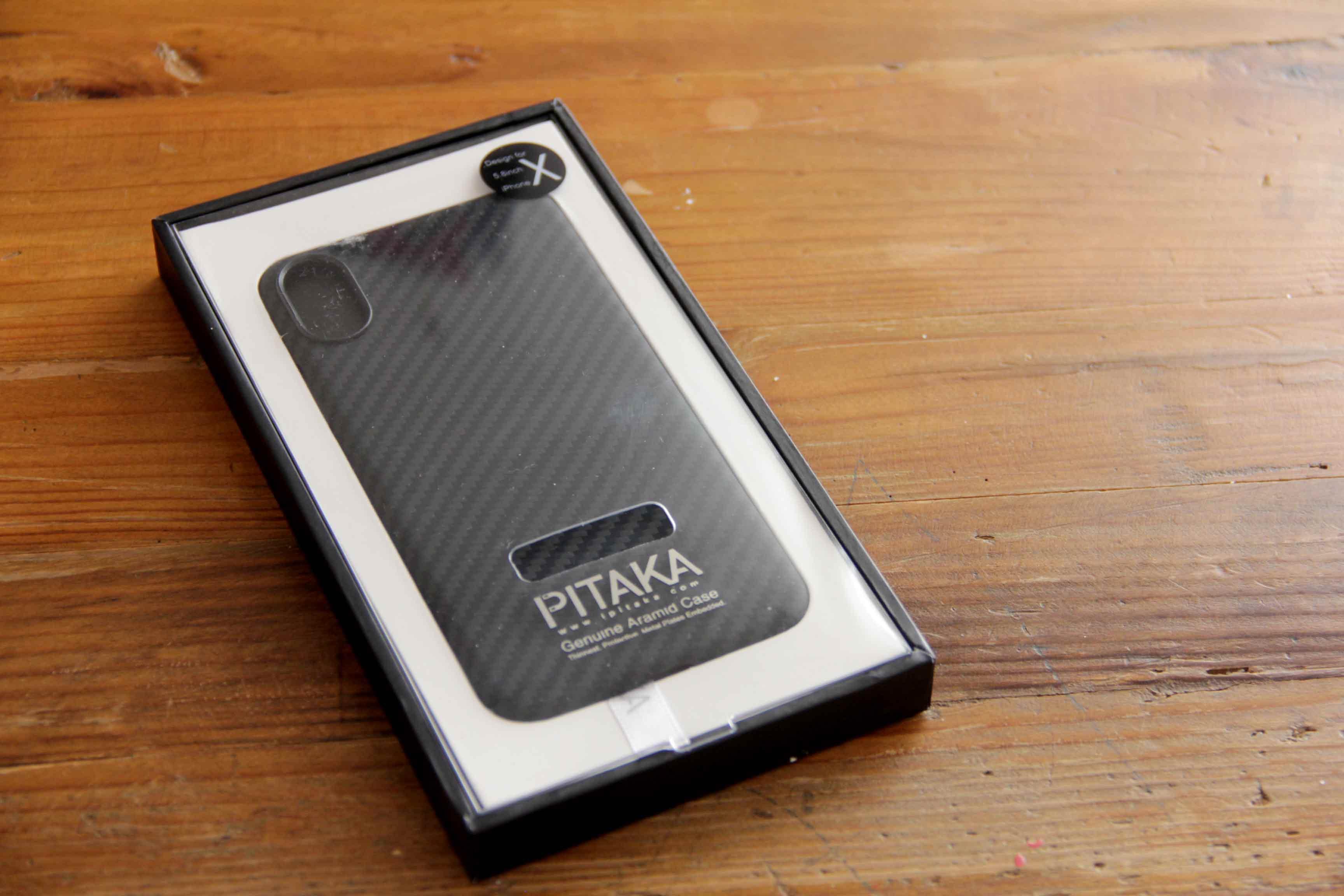PITAKA iPhoneXケースパッケージの写真