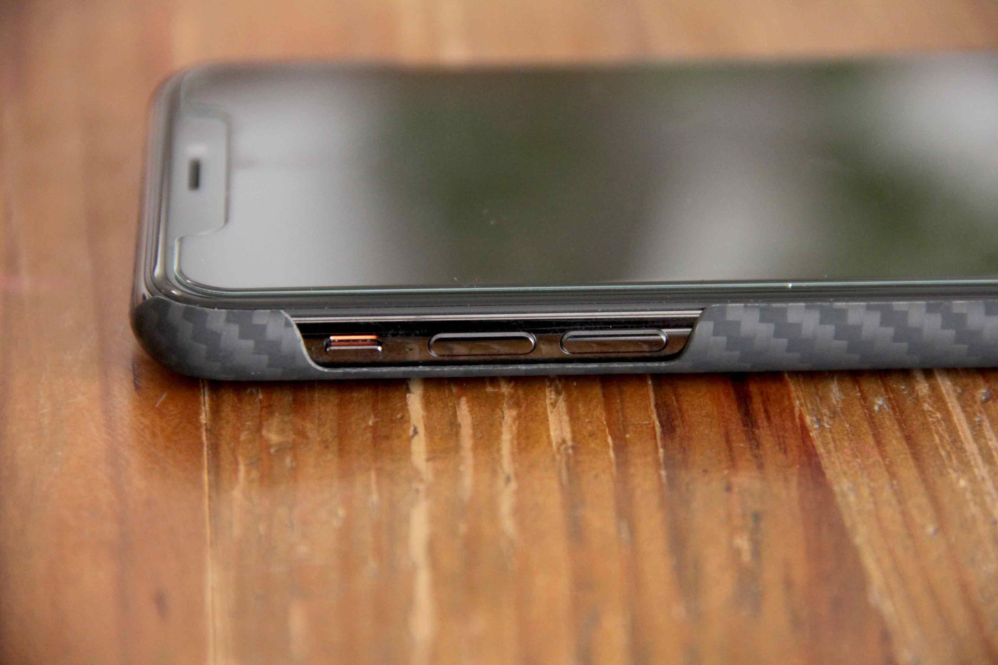 PITAKA iPhoneX装着左側の写真