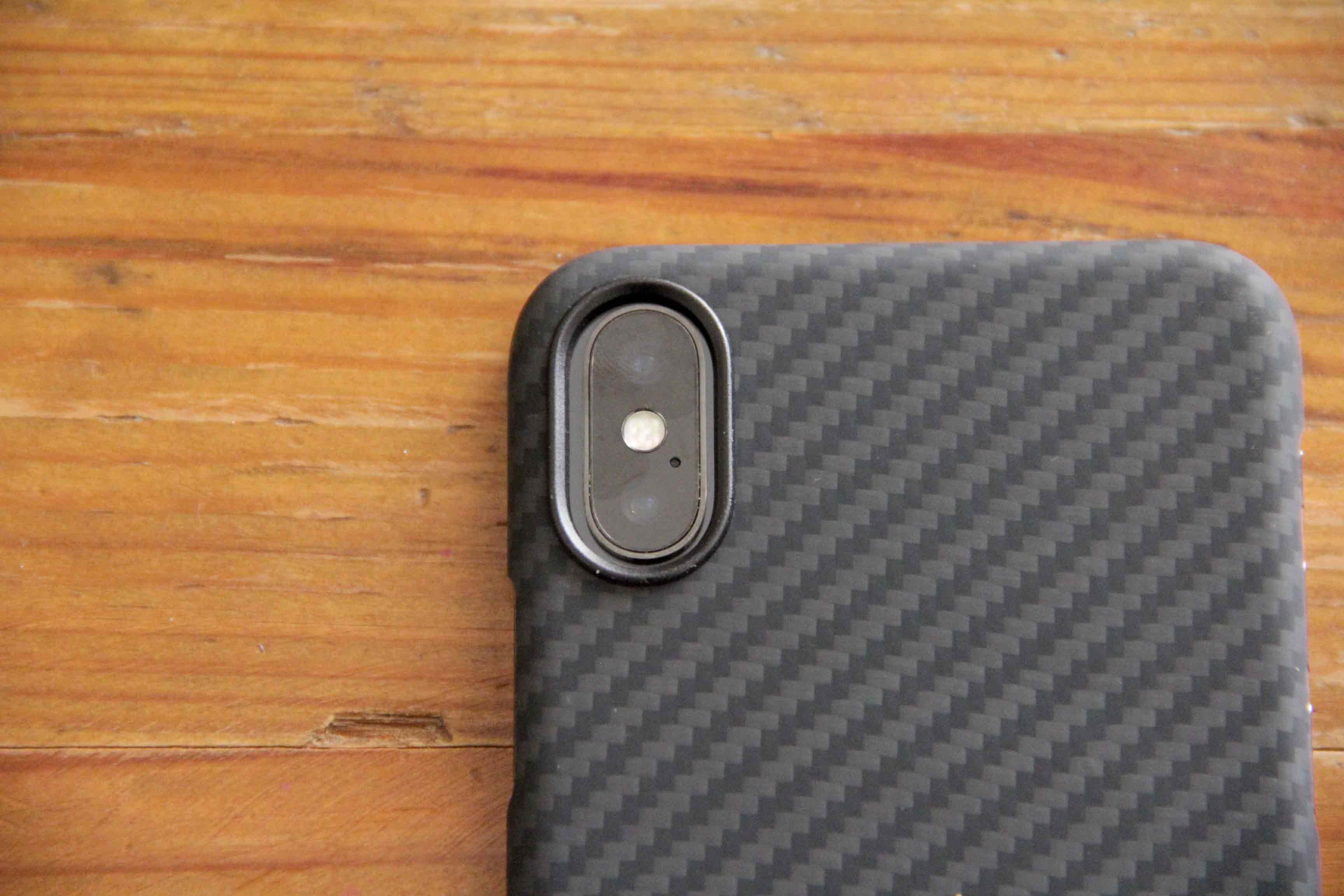 PITAKA iPhoneXカメラ部分の写真