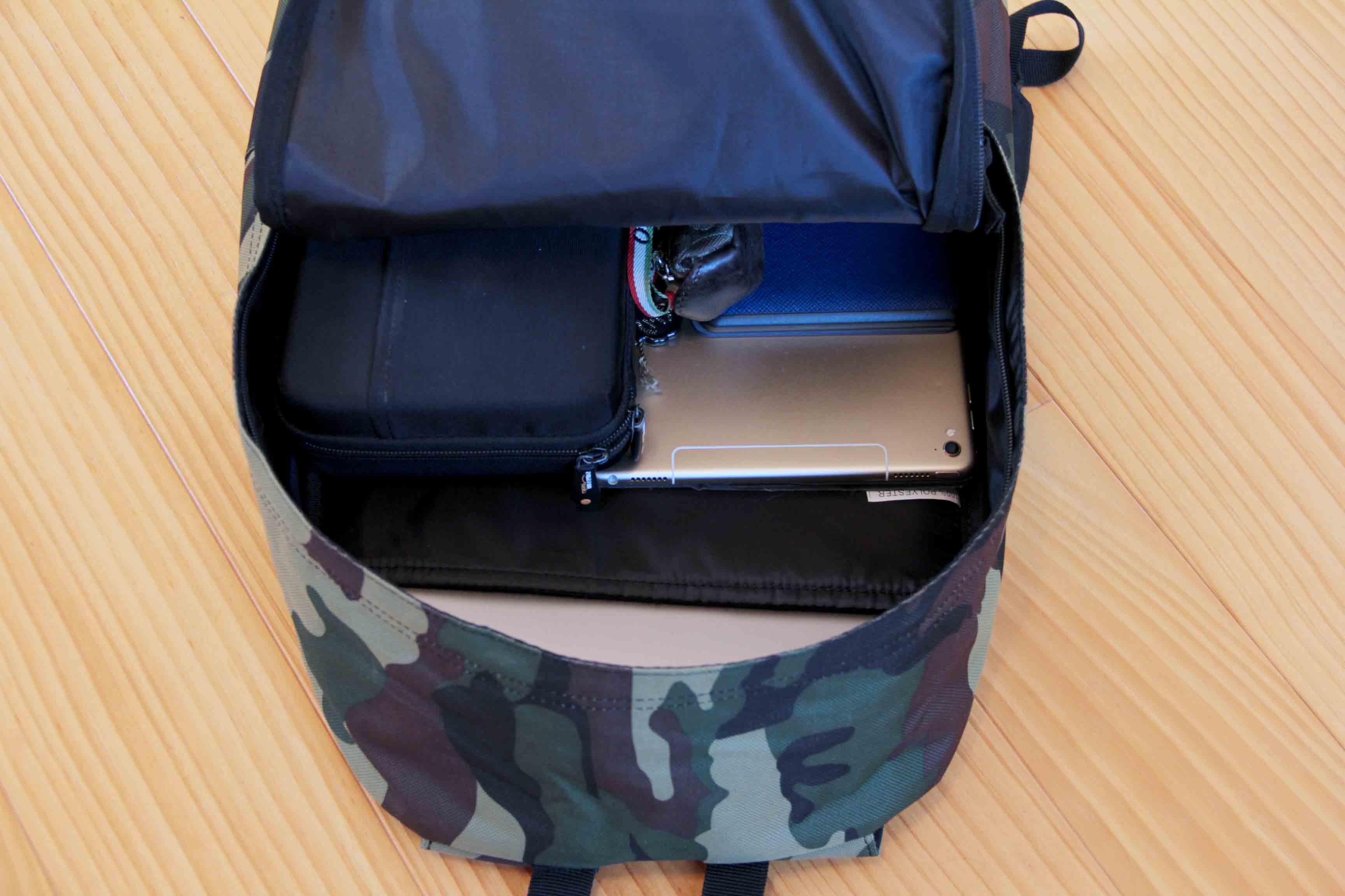 SPITFIRE CLASSIC BACKPACKのメインポケット収納写真