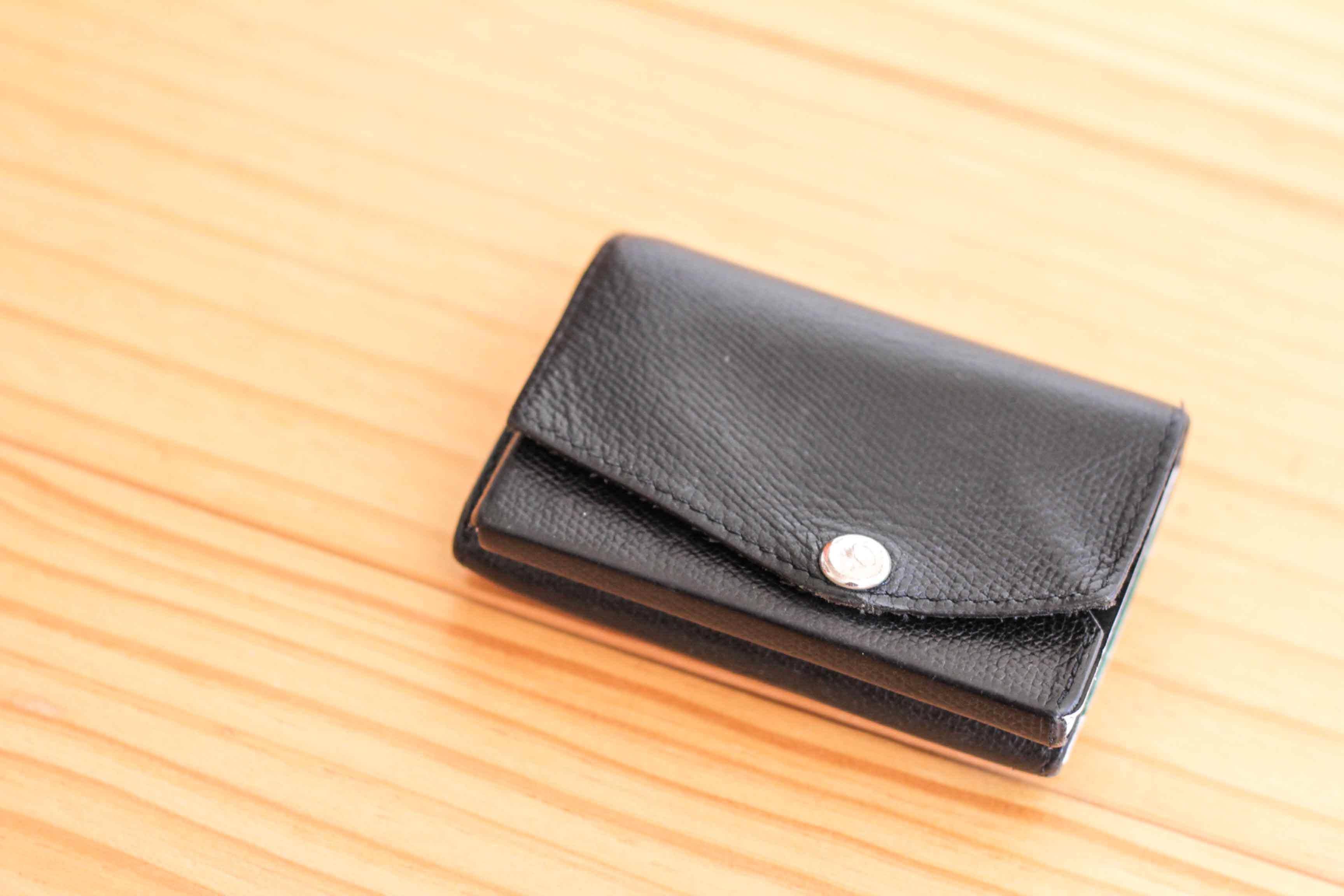 abrAsus小さい財布の写真