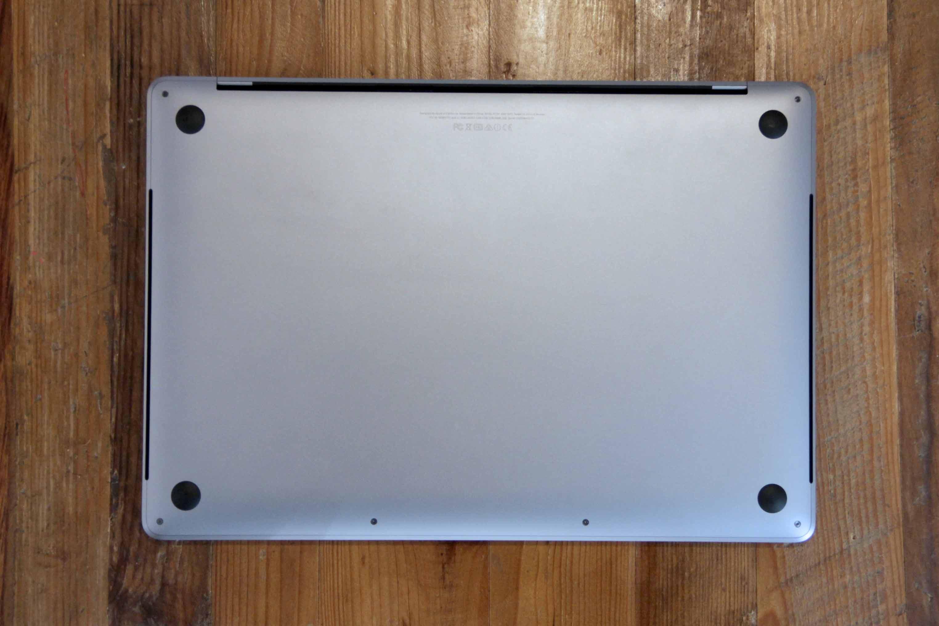 MacBookの裏蓋の写真