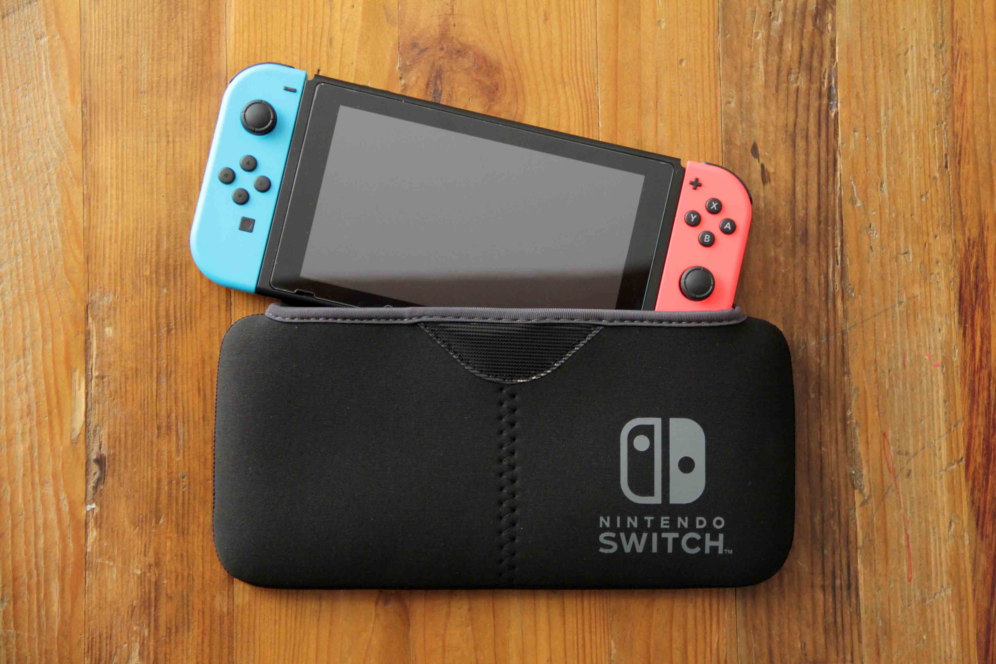 Nintendo switchと専用ケースポーチ|QUICK POUCHの画像