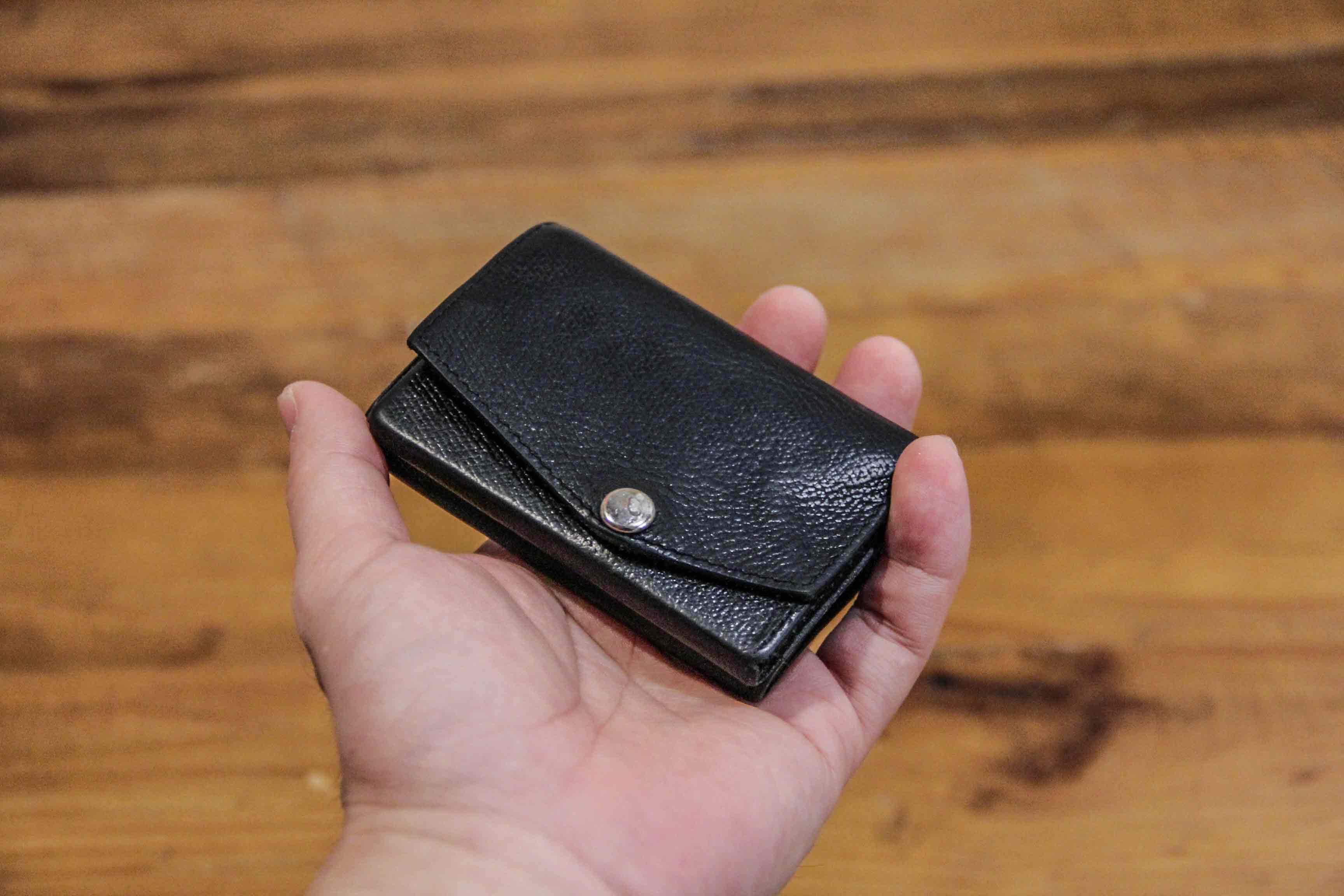 abrAsus小さい財布の画像