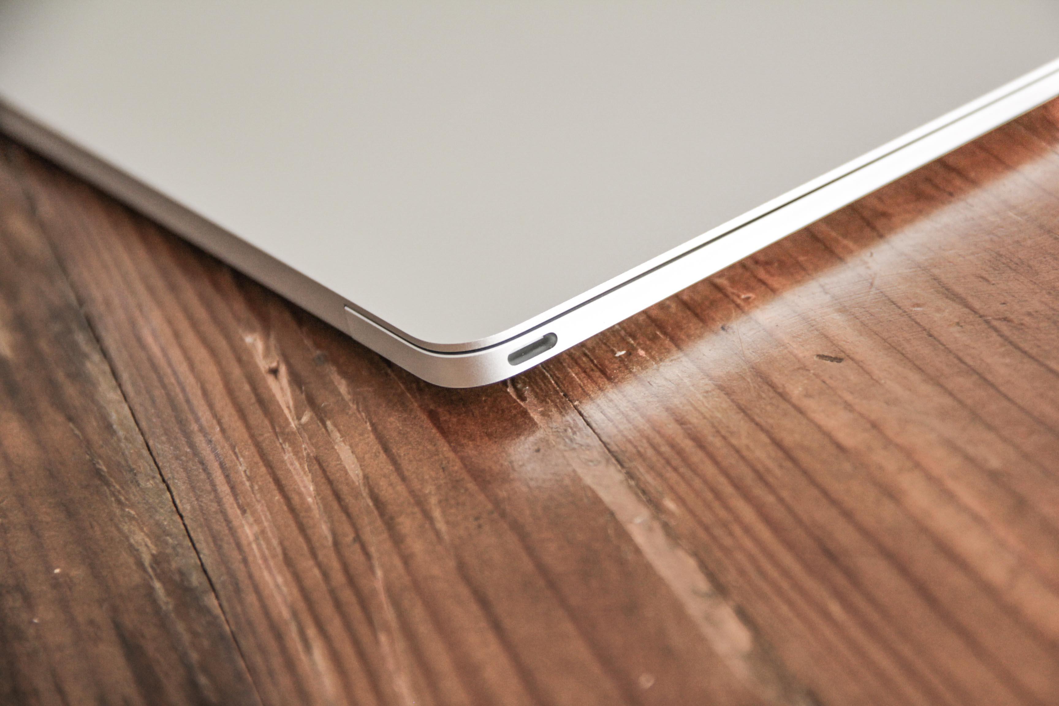 MacBook12インチのUSB-Type ポートの写真