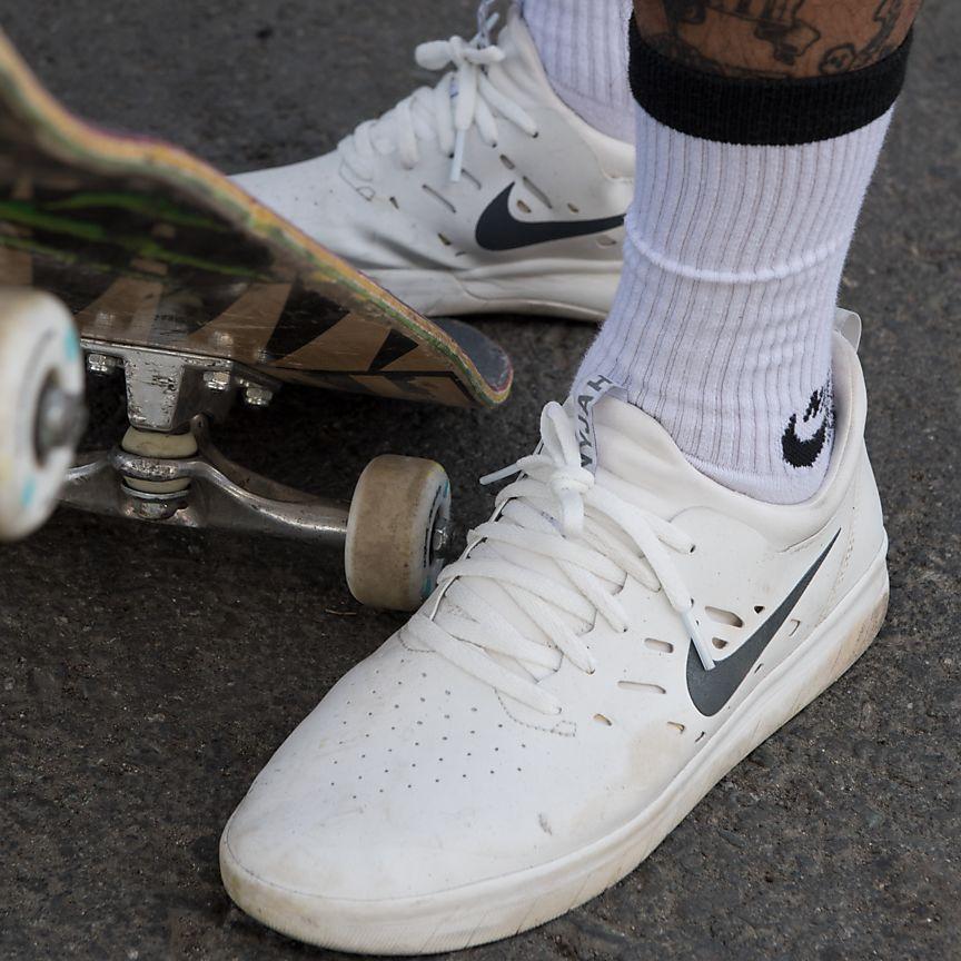 ナイキ-sb-ナイジャ-スケートボードシューズを実際に履いていれる写真2
