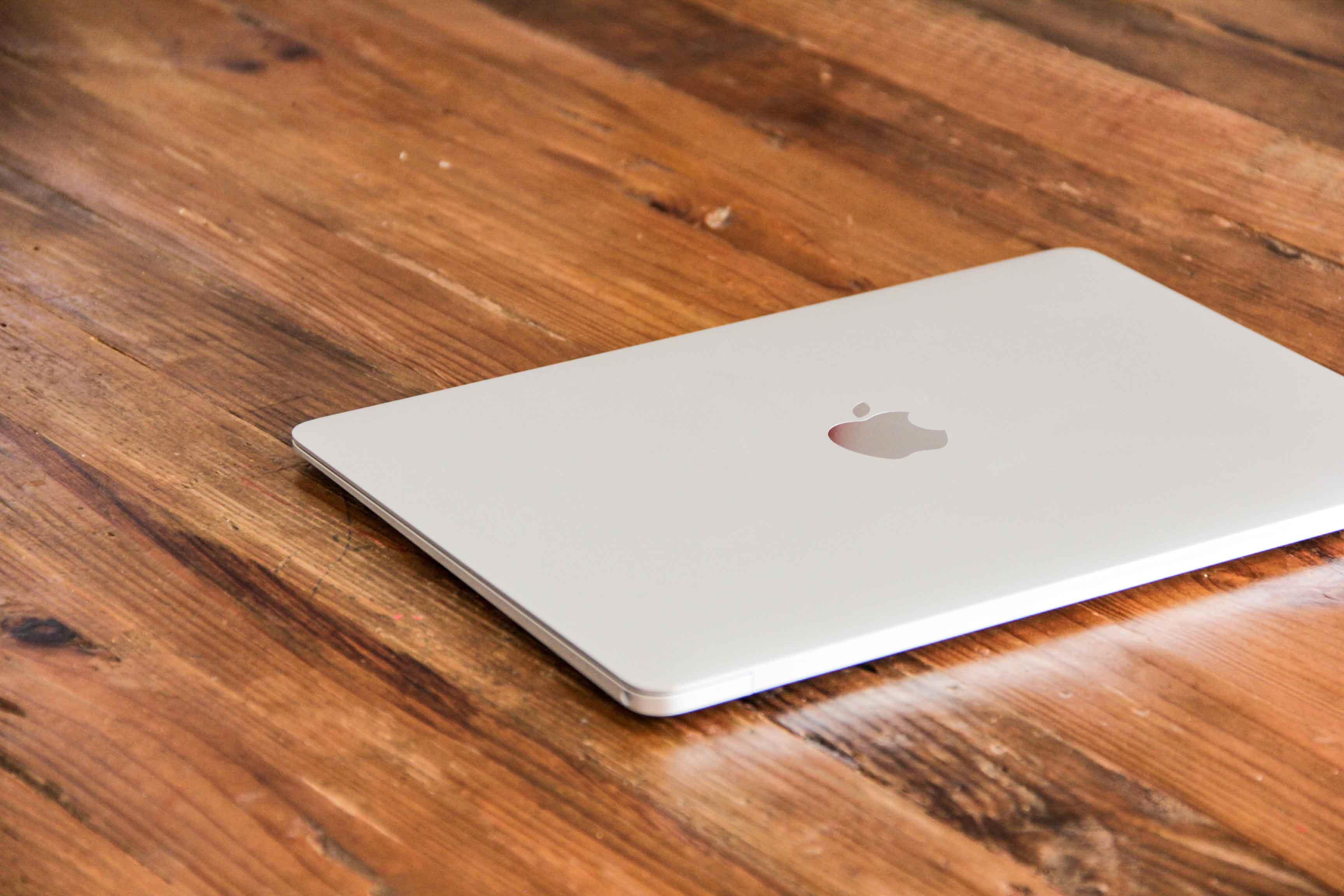 MacBook12インチの蓋を閉じた写真