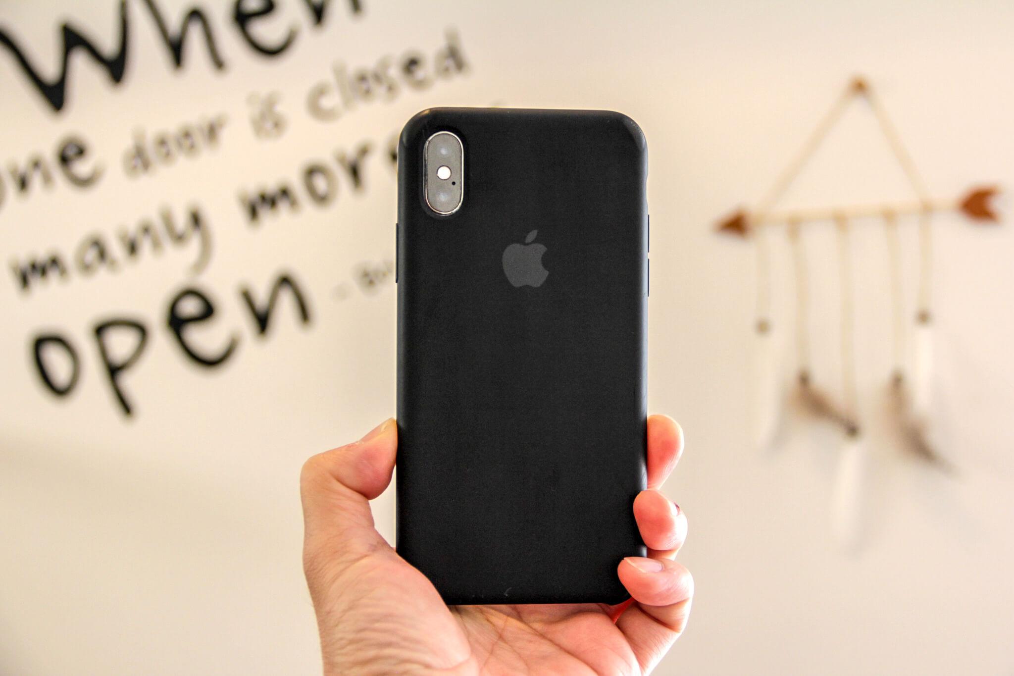 iPhoneXApple純正シリコンケースのアップルマーク写真