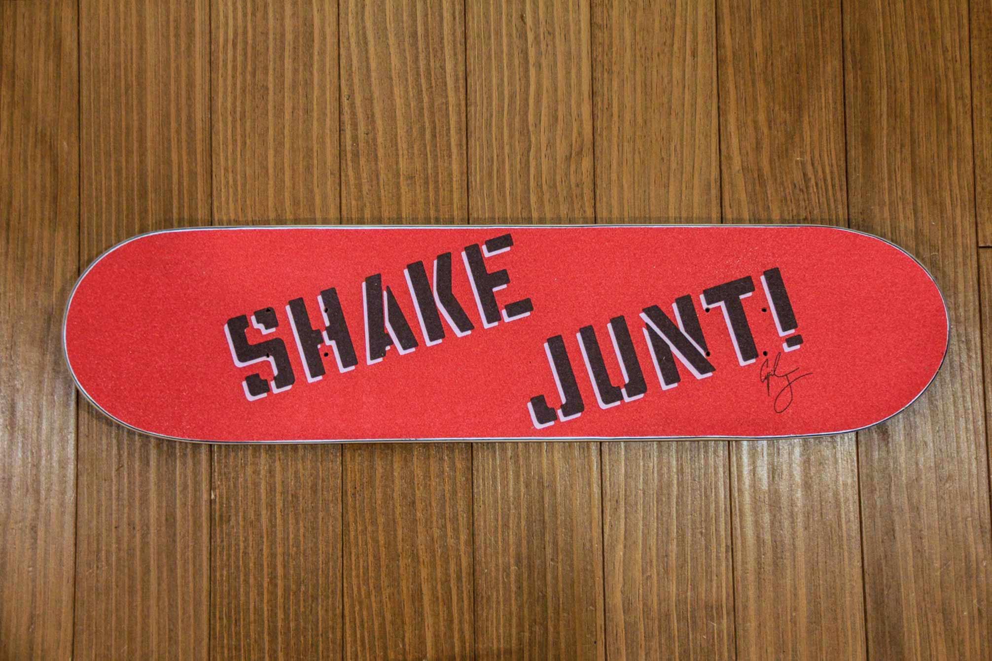 スケートボードSHAKE JUNTIのデッキテープの写真