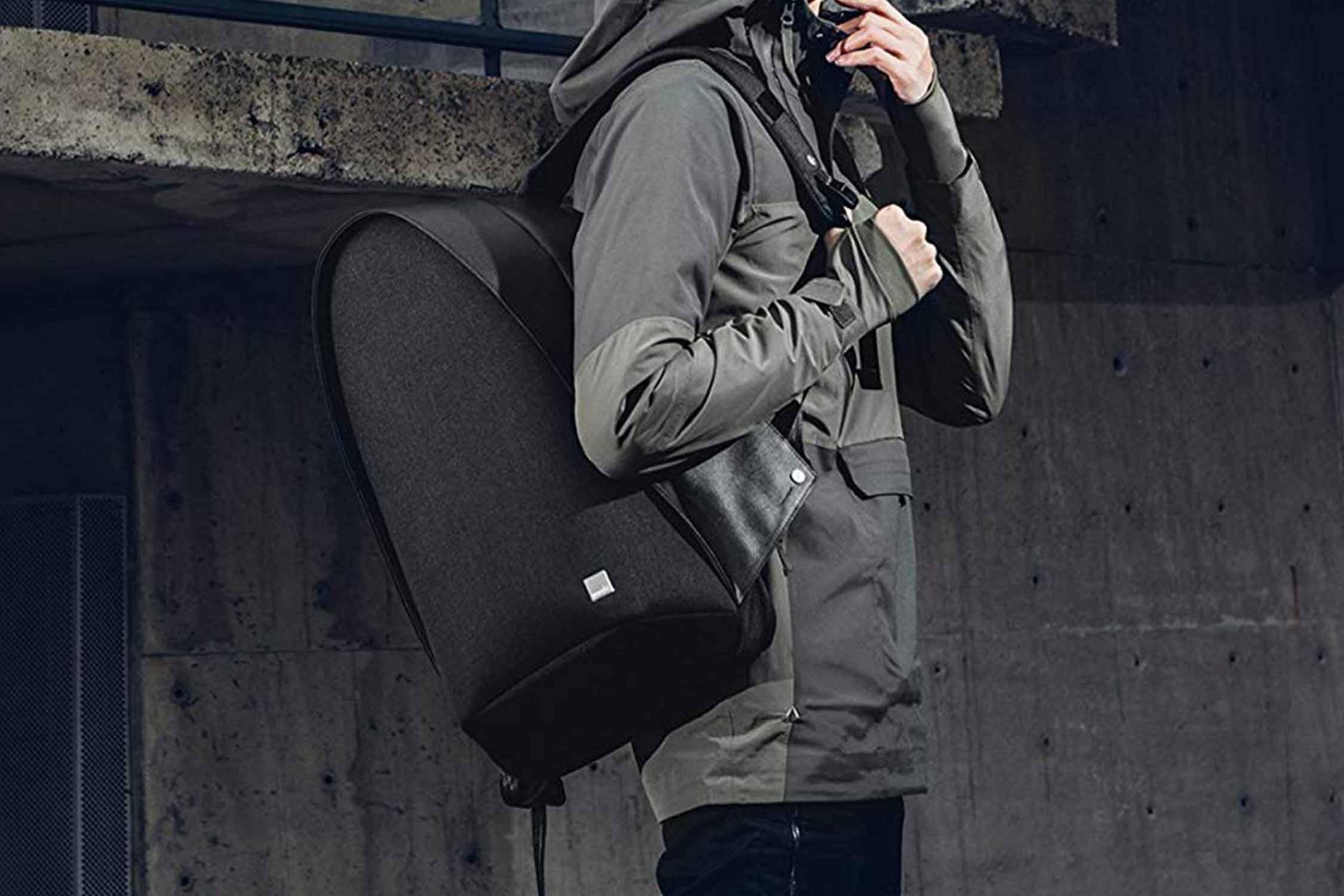 moshi tego backpack 背負っている写真
